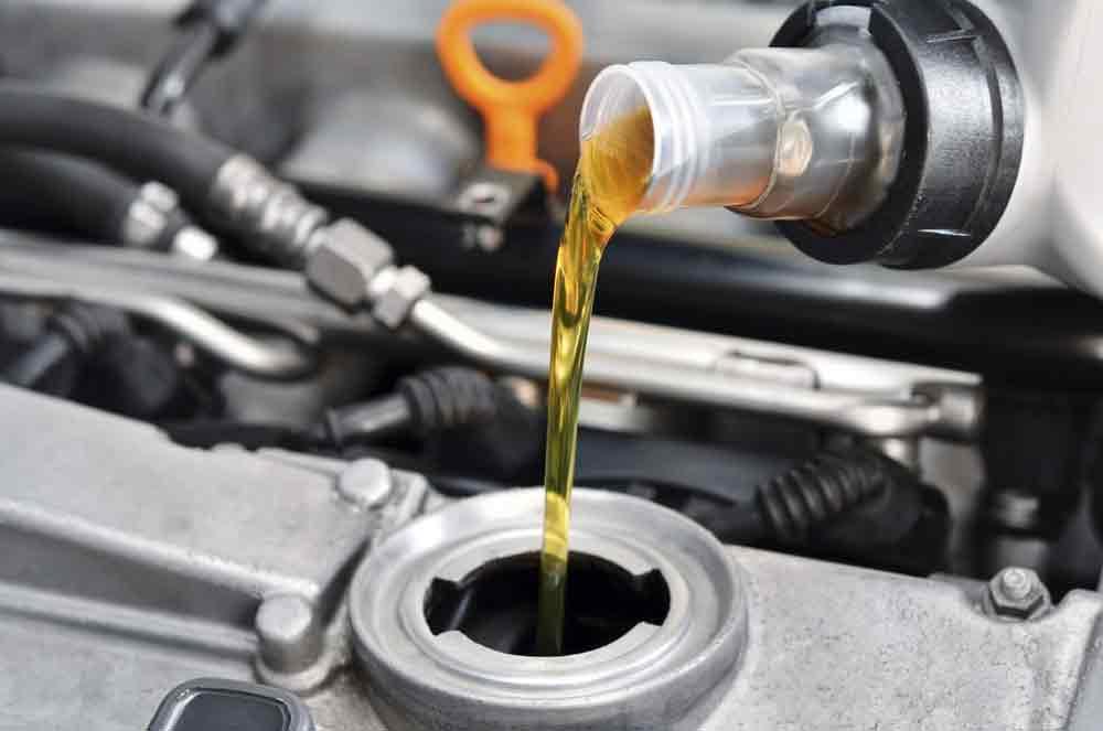Tenho sempre que usar o lubrificante da marca recomendada pelo fabricante do carro?