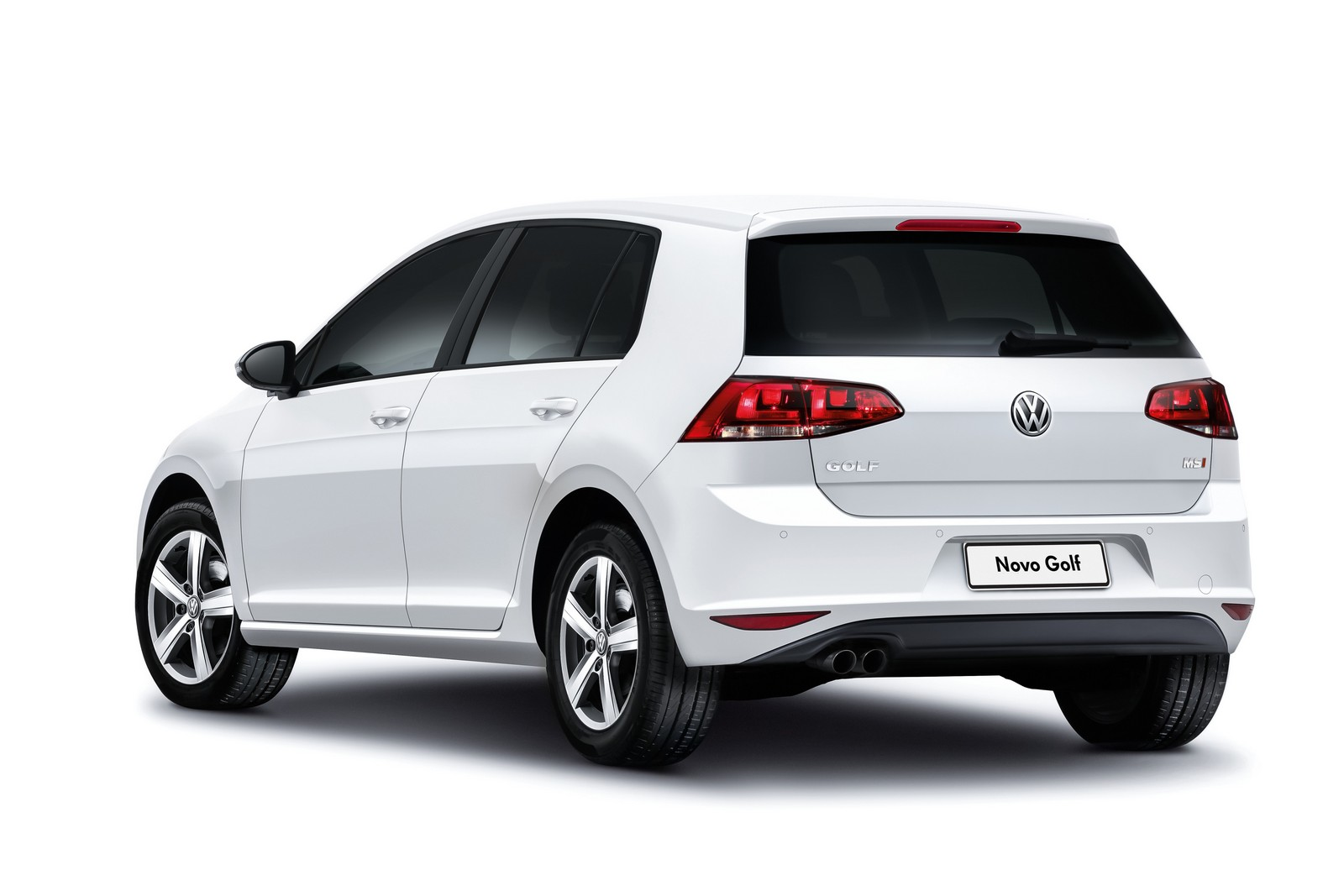 vw apresenta golf nacional com novos motores 1 6 e 1 4 tsi. Black Bedroom Furniture Sets. Home Design Ideas