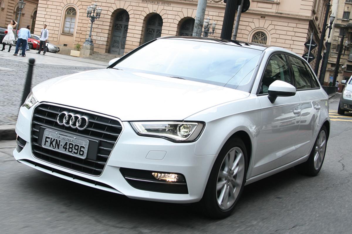 Audi A3 Sportback  – R$ 112.190  É bem mais caro, porém mais completo. Mas o motor 1.4 tem apenas 122 cv