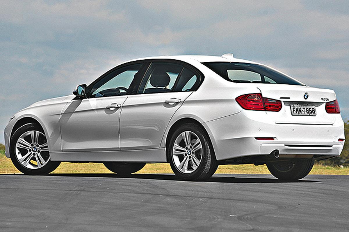 BMW 320i SPORTGP – R$ 153.950  Pelo mesmo preço, um carro de 187 cv e tração traseira, mas motor 2.0 flex