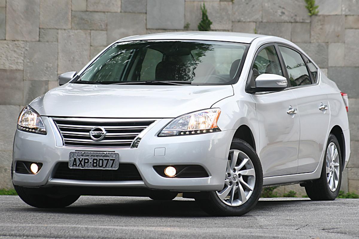 Nissan Sentra SV CVT – R$ 76.990  Câmbio CVT, motor 2.0, porta-malas de verdade e muito mais espaço interno