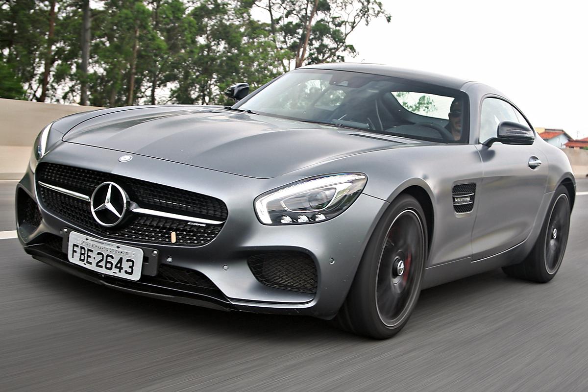 AMG-GT – R$ 780.900:  Tem motor V8 4.0, acelera em 4 segundos e carrega razoáveis 350 litros de bagagem.