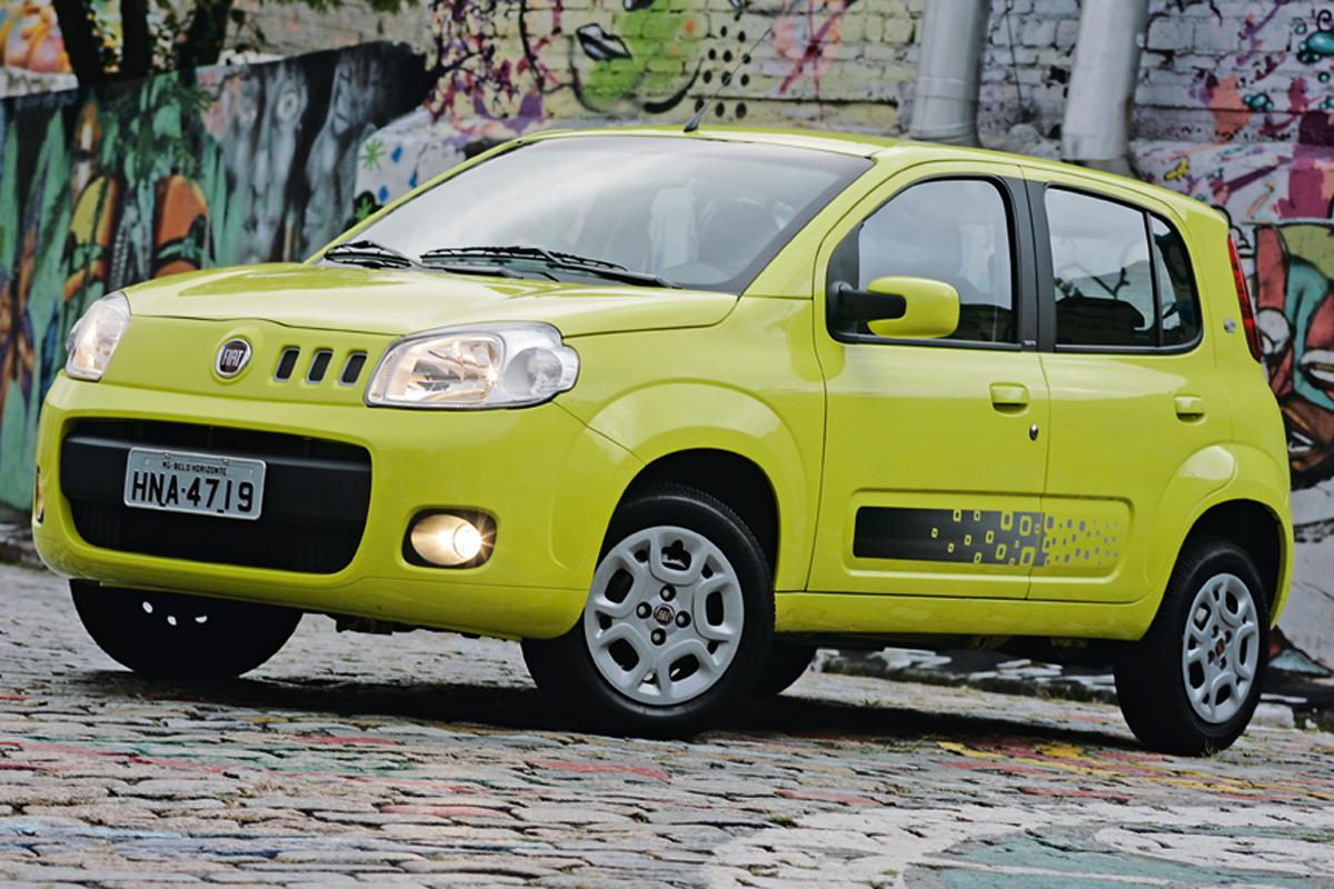 FIAT UNO VIVACE – R$ 32.310: A versão de quatro portas do Fiat oferece maior espaço interno e leva mais bagagens
