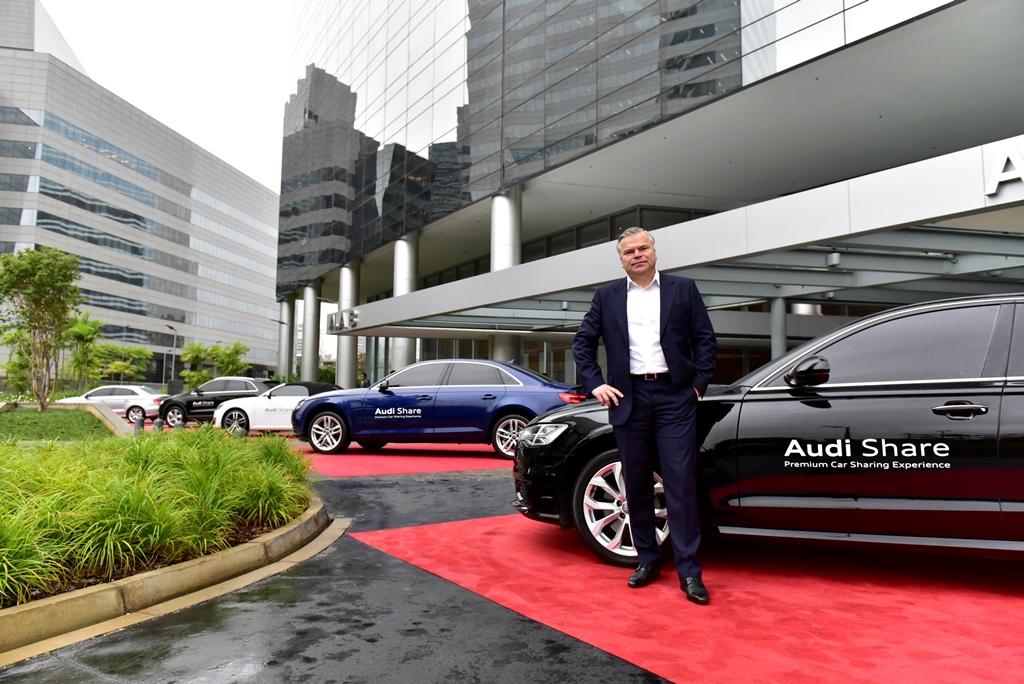 Jörg Hofmann, presidente da Audi, e os cinco carros que serão compartilhados: largada para a estratégia global 2025.