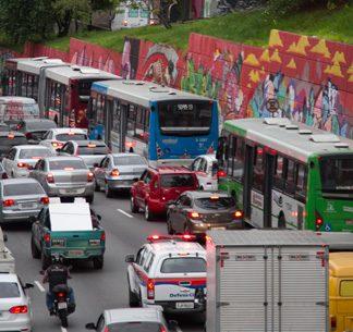 Caminhões estão isentos do rodízio mais rígido que entrou em vigor nesta segunda