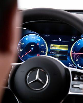 """Novo estudo conclui que motoristas de BMW, Audi e Mercedes têm mais chances de serem """"babacas"""" no trânsito"""