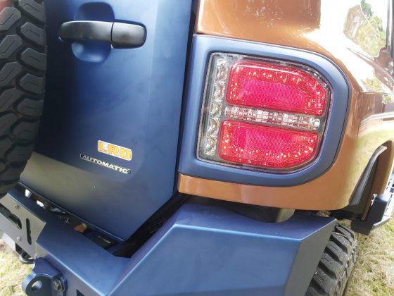 O TX4 tem faróis auxiliares de LED Hella, de longo alcance e submersíveis