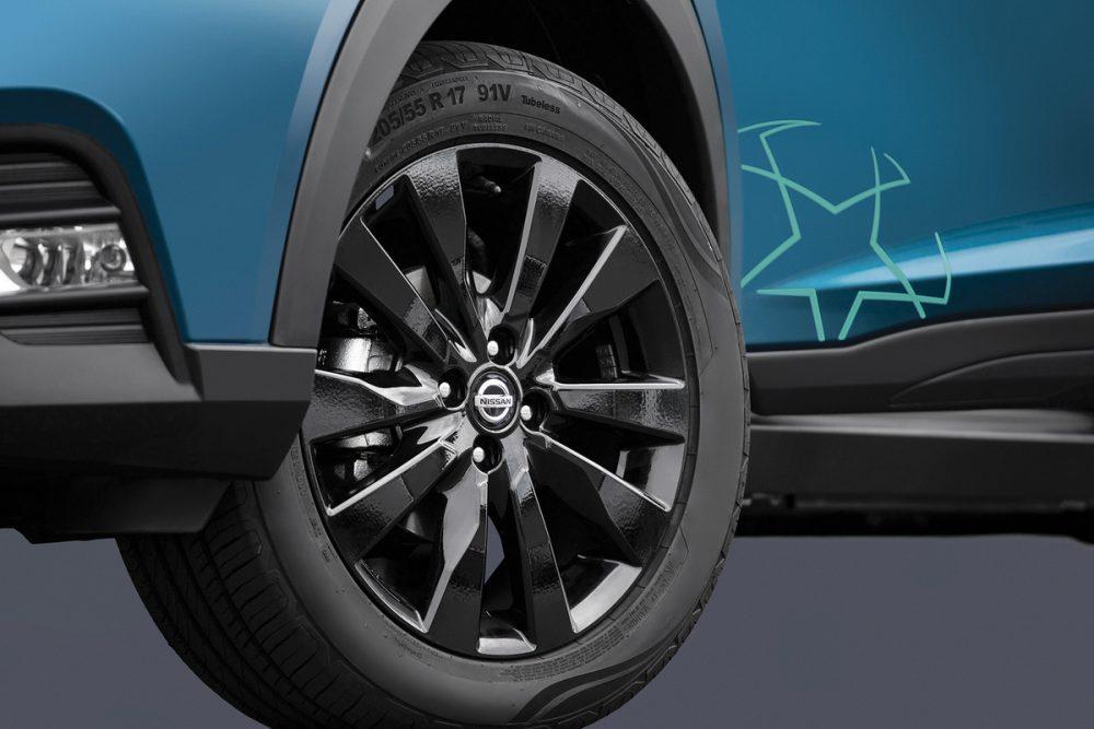Baseada na versão SV, é equipada com rodas de aro 17 com acabamento preto