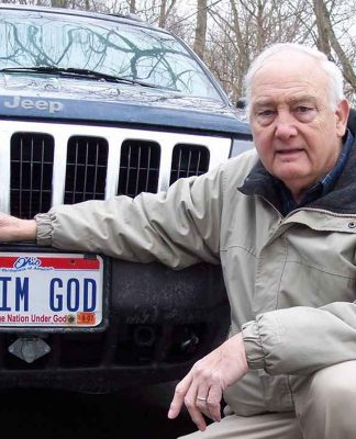 """Bennie Hart e a sua placa """"I'm God"""""""