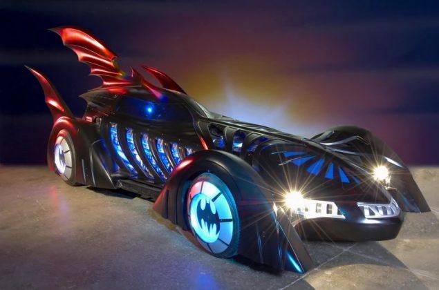 Em Batman Forever (1995), o carro é mais infatilizado e colorido