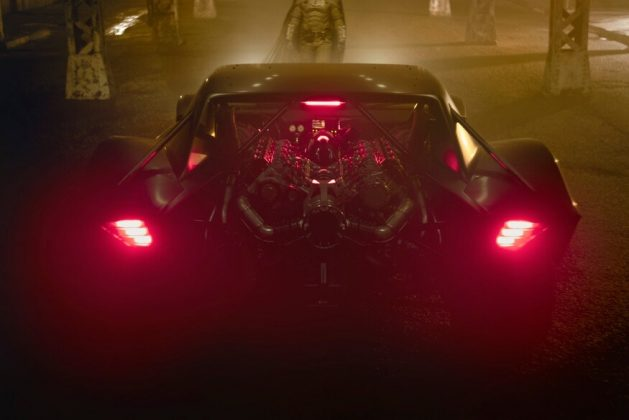 Motor V10 biturbo na traseira equipa o carro