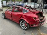 Tesla Model 3 destruído