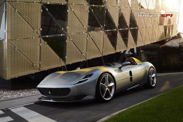Ibrahimovic desfila com raríssima Ferrari de R$ 11 mi