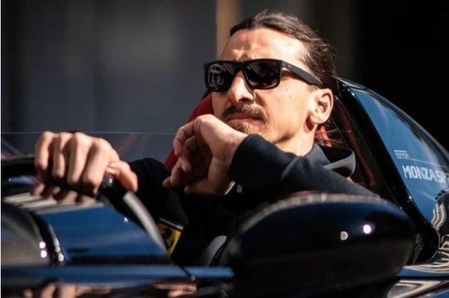 O jogador sueco foi um dos escolhidos pela marca para poder comprar a raríssima Ferrari Monza SP2