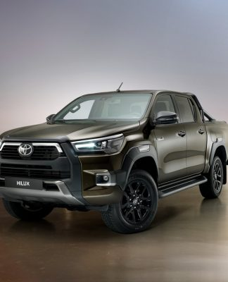 Leilão tem ofertas de carros recuperados como uma Toyota Hilux e um Jeep Compass blindado