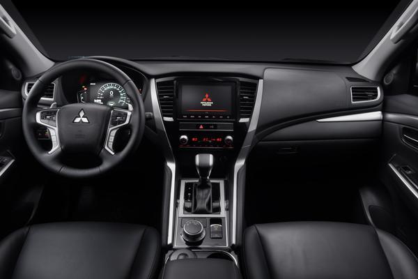Mitsubishi Pajero Sport 2021 (1)