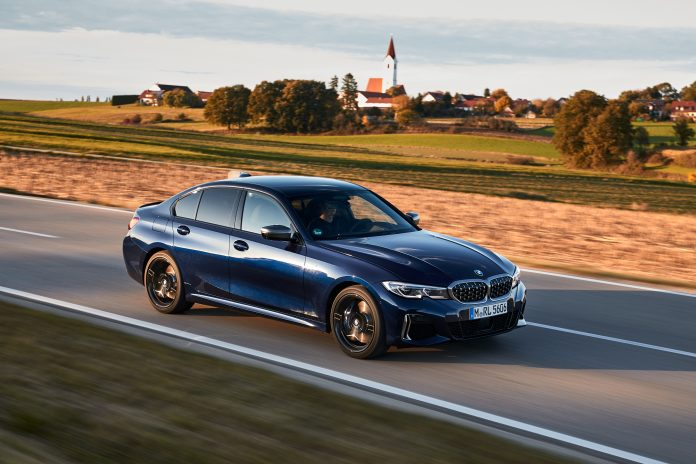 O novo BMW M340i xDrive Sedan chega no mercado nacional