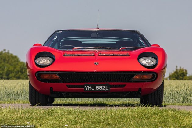 O raríssimo Lamborghini Miura SV construído para mão inglesa e que foi leiloado por R$ 14 milhões