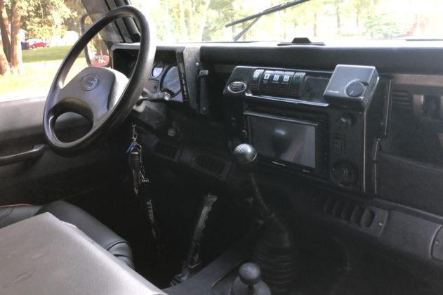 Land Rover Defender James Bond (4)