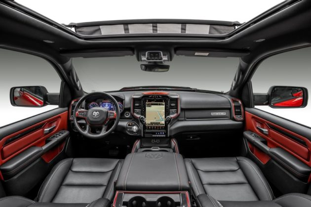 Interior RAM 1500 Rebel