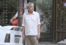 Caetano Veloso estaciona no Leblon em 2011