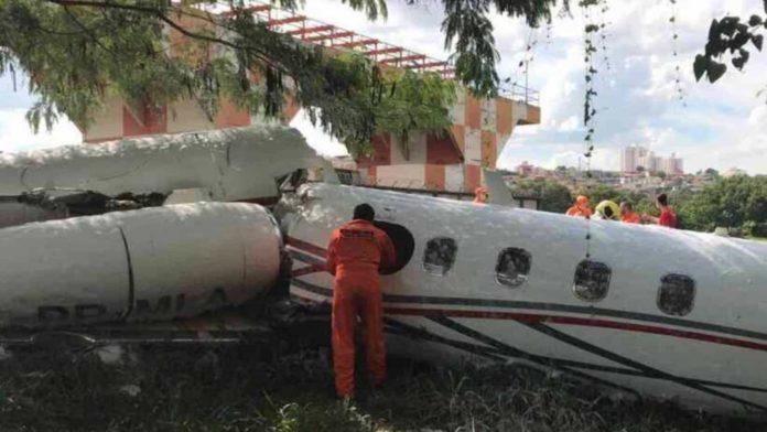 Avião sofre acidente do aeroporto da Pampulha em Belo Horizonte