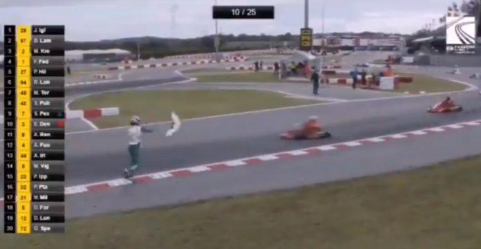 Piloto é suspenso pela FIA por 15 anos após jogar para-choque em rival; veja o vídeo