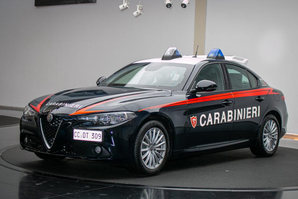 Blindagem e motor de 200 cv: conheça a viatura Alfa Romeo da polícia italiana