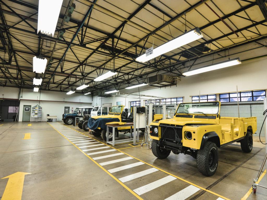 Land Rover abre oficina de restauração de clássicos no Brasil