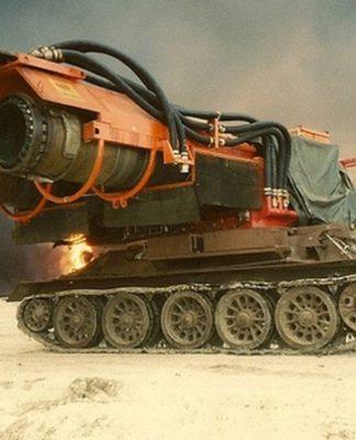 Veja como um tanque da 2ª Guerra Mundial se tornou o caminhão de bombeiro mais extremo do mundo