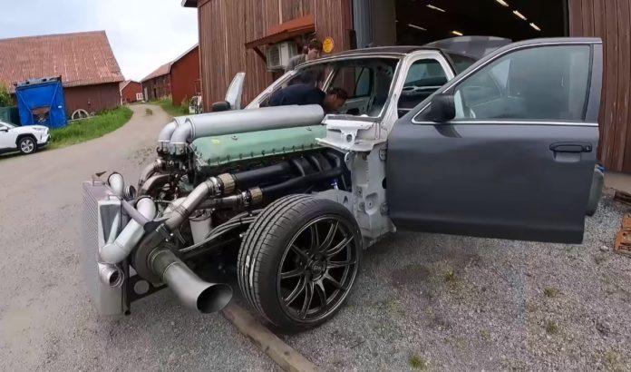 Ford Crown Victoria troca V8 por V12 de tanque da Segunda Guerra