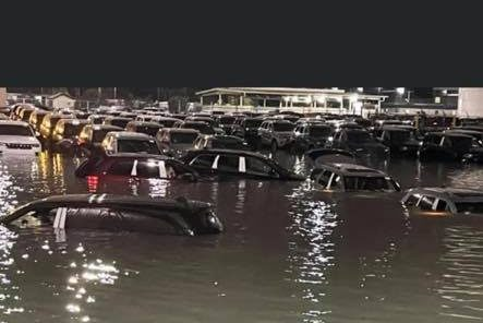 Enchente destrói carros 0km da Jeep em pátio de fábrica