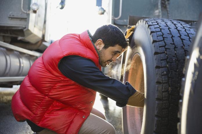 Conheça as vantagens de calibrar o pneu do caminhão com nitrogênio