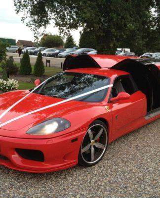Ferrari 360 transformada em limousine está à venda no Reino Unido