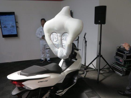 Honda trabalha em novos modelos de airbag para motos, aponta site