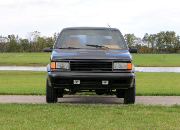 Conheça o Laforza, um SUV com motor de Mustang e chassi de Iveco Daily