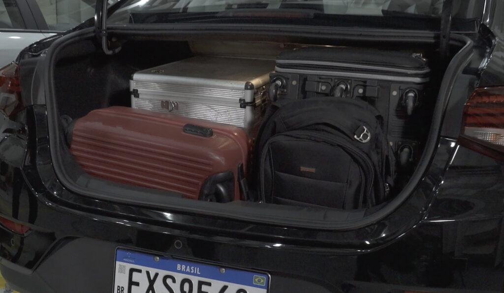 Veja como é feita a medição de capacidade do porta-malas