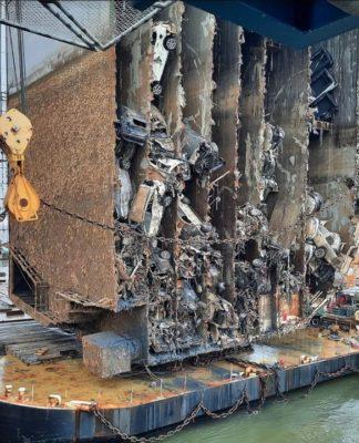 Navio com 4.200 carros encalhou na costa americana